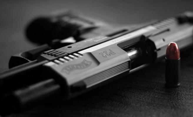 Mağusa'da Kıbrıslı Rum'un ikametgahında tabanca ve mermi bulundu
