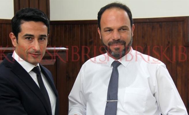 İskele Belediye Başkanlığına seçilen Sadıkoğlu mazbatasını aldı