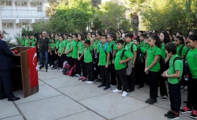 Özyiğit, Demokrasi Ortaokulu'nun Eğitim-Öğretim Yılı açılış töreni'ne katıldı