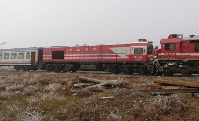 Sivas'ta trenler çarpıştı