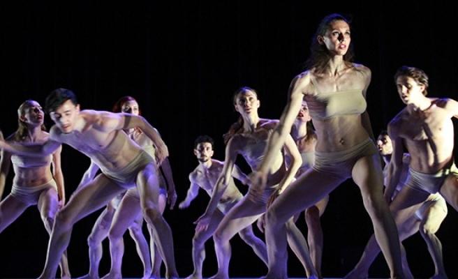 Balenin Hamlet'i 'Giselle', Balletto di Roma'nın çağdaş yorumuyla sahnelendi