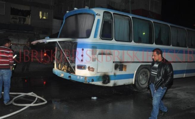Şoförün dikkati otobüsü kül olmaktan kurtardı