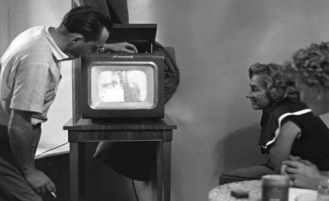Televizyon reklam pastasını internete kaptırıyor