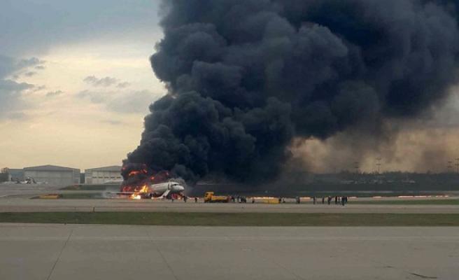 Rusya'da yolcu uçağı iniş yaparken alev aldı: 13 ölü