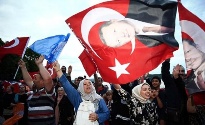 TC'deki seçim sonuçları Türkiye genelinde kutlanıyor