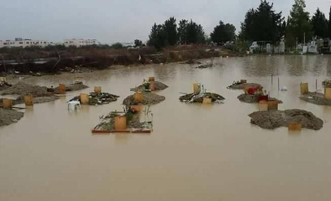 Lefkoşa Mezarlığı sular altında!