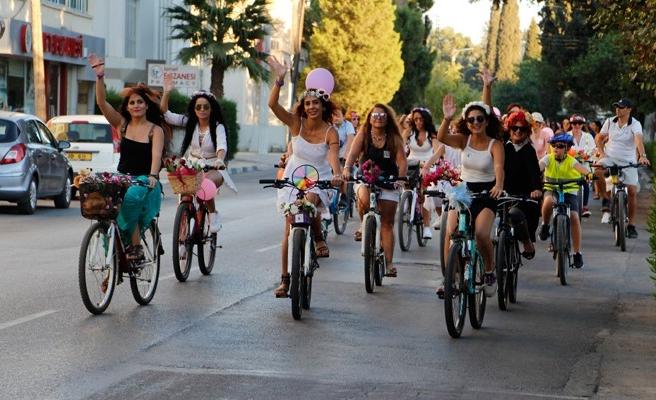 Süslü kadınlar yarın bisikletleriyle Lefkoşa yollarında