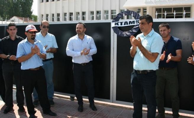 KTAMS Başbakanlık'a siyah çelenk bıraktı