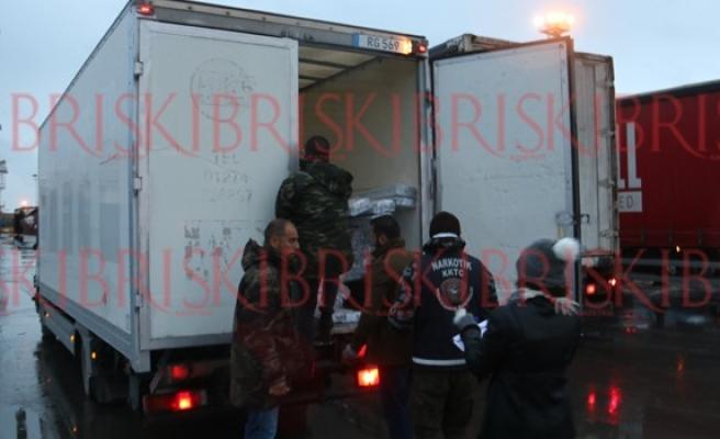 Mağusa Limanı'nda mülteci alarmı! Araçlar didik didik arandı