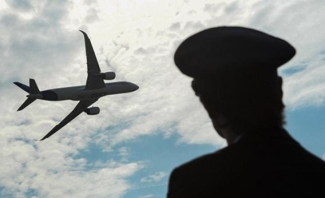 Uyuya kalan pilot havalimanını kaçırdı
