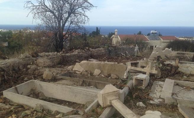 Harabe durumdaki 'Ballapais Mezarlığı' restore ediliyor
