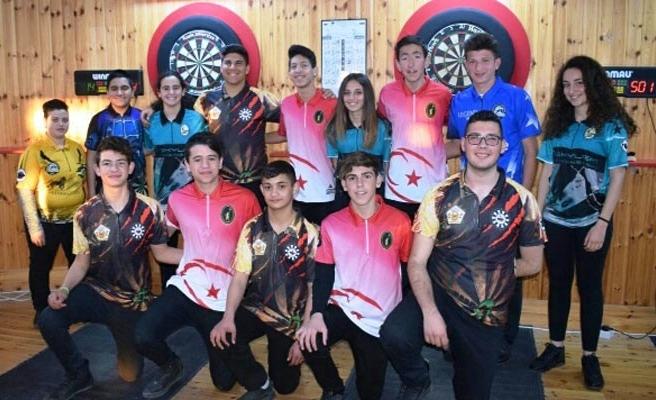 Gençler dartsta yarıştı
