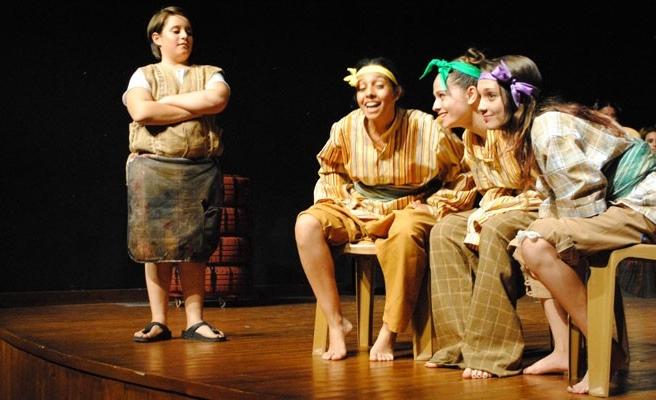 Gençler 'Midas'ın Kulakları'nı sahneledi