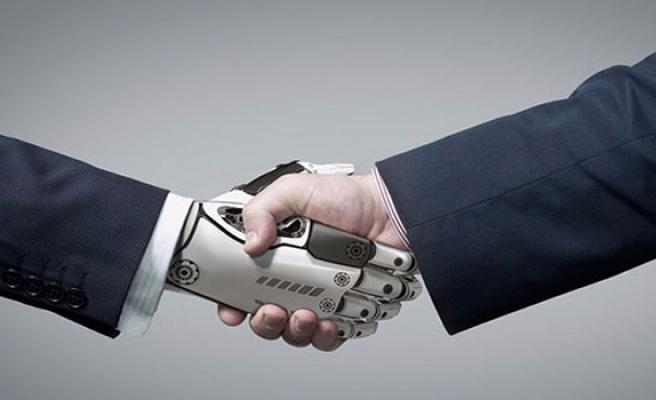 'Çalışanlarımızın yarısını robotlarla değiştirebiliriz'