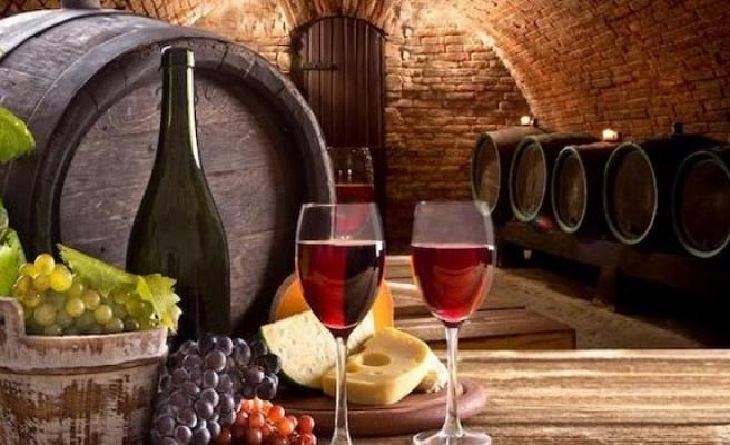 Fransa'da 10 milyon şişe sahte Fransız şarabı tespit edildi