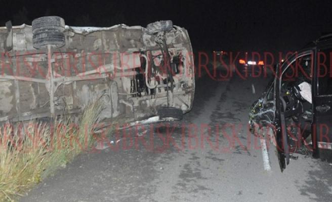 Ercan-Gaziköy anayolunda korkutan kaza! 2 araç çarpıştı