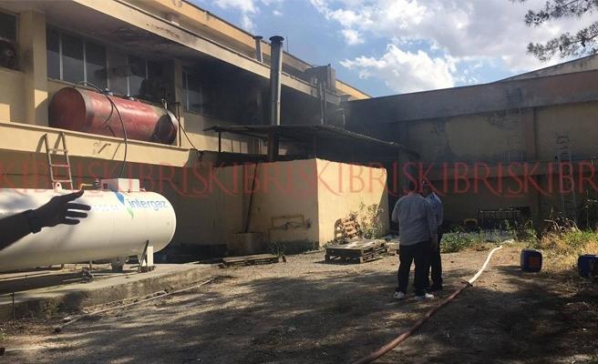 Haspolat'ta cips fabrikasında yangın