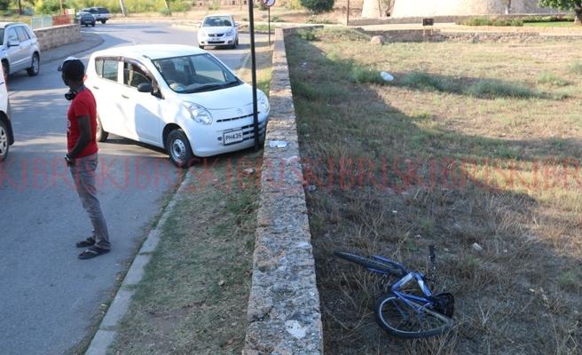 Ehliyetsiz şoför yaşlı adama çarptı: Yaşlı adamın beli kırıldı
