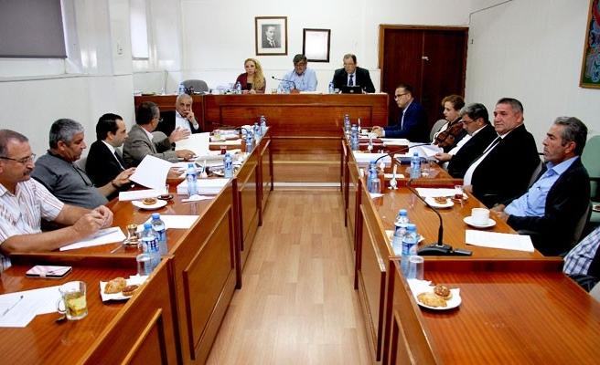 Komisyon yasaları görüşmeyi sürdürüyor