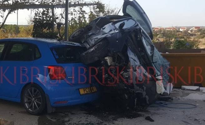 Kumyalı'da kaza, benzin istasyonuna girdi