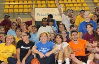 Doherty, Peace Players'in yaz kampını ziyaret etti