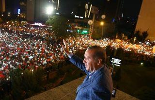 Erdoğan'ın balkon konuşması ertelendi