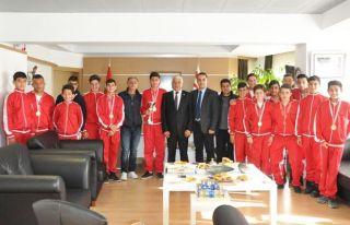 Şampiyon takımdan Özçınar'a ziyaret