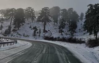 Trodos'ta yoğun kar yağışı
