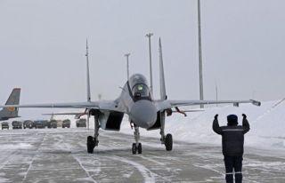 Kazakistan Rusya'dan savaş uçaklarını teslim aldı