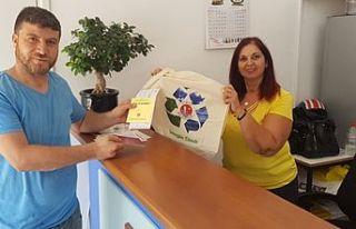 Girne Belediyesi, bez çanta vermeye başladı
