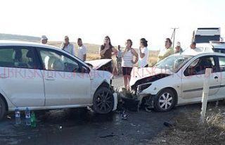 İki araç yüz yüze çarpıştı: 4 yaralı