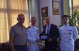 Denizaltı Komutanları Girne Belediyesi'ni ziyaret...