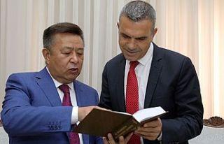 Uluçay, Kırgızistan eski Meclis Başkanı Tursunbekov'u...