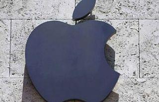 Apple, Siri konuşmalarını dinlediği için özür...