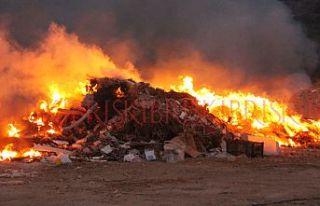 Yenierenköy çöplüğü yandı, köy dumana boğuldu