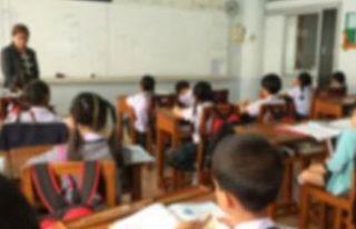 Devlet okullarında eğitim alan öğrenciler ders...