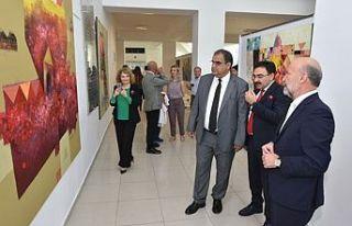 Azerbaycanlı sanatçıların iki resim sergisi YDÜ'de...