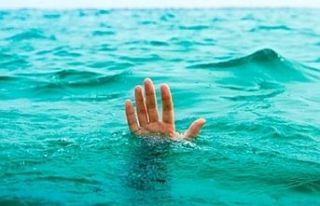 Denizde boğulma tehlikesi geçiren kadın yoğun...
