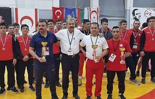 Güreşte şampiyon Türkiye