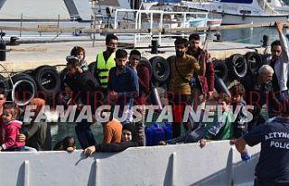 Küçücük tekneyle savaştan kaçtılar