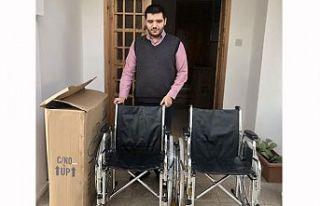 Engelliler Dayanışma Derneği'ne tekerlekli sandalye...