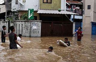 Endonezya'daki selde ölü sayısı 53'e...