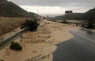 Girne Dağyolu aşırı yağışlardan çamurlarla...