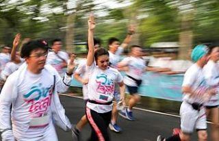 """Tayland'da """"Diktatörlüğe Karşı Koşu"""" protestosu"""