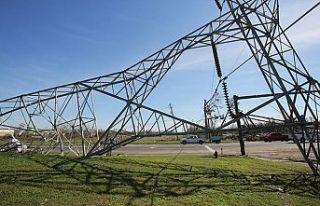 Çekya'da fırtına nedeniyle 100 bin ev elektriksiz...