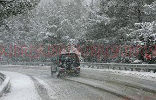 Trodos'a giden yollar, kar yağışı nedeniyle...