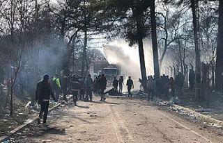 Yunanistan, sığınma başvurularını bir ay askıya...