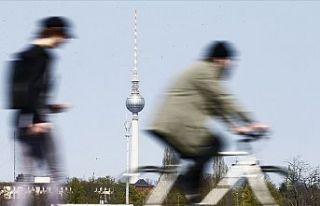 Almanya'da Kovid-19'un 1 milyon 800 bin...