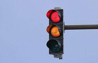 Dr. Fazıl Küçük Bulvarı'ndaki trafik ışıkları...