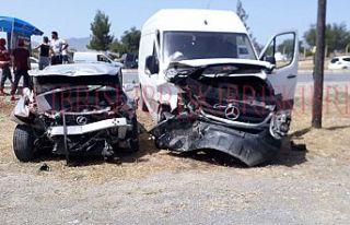 Ektam Kıbrıs önünde kaza, araçlar kullanılmaz...